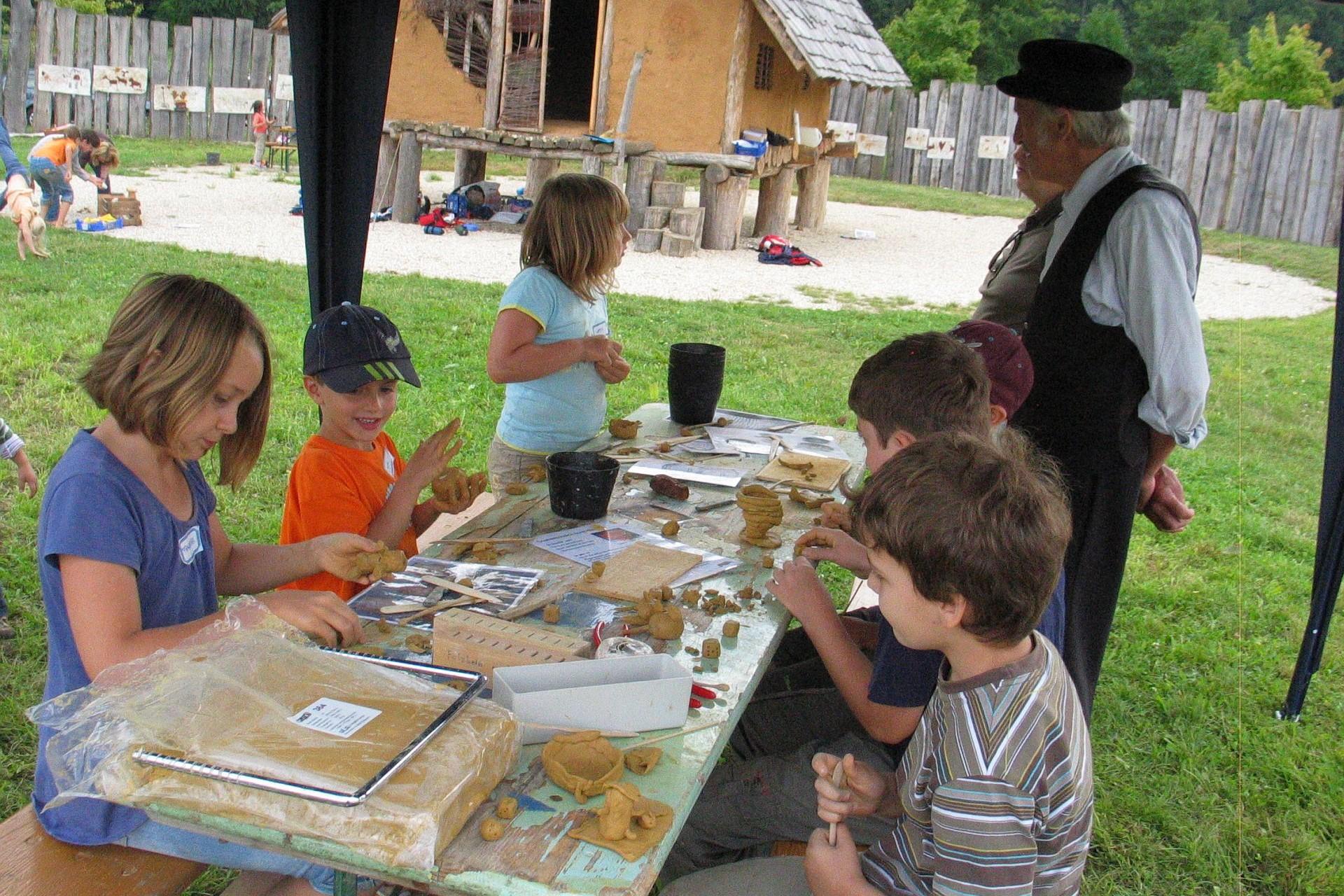 Mitmach-Aktin für Kinder im Archäologiepark Altmühltal