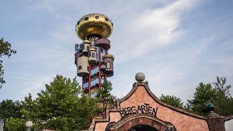 Kuchlbauer Turm und Biergarten in Abensberg