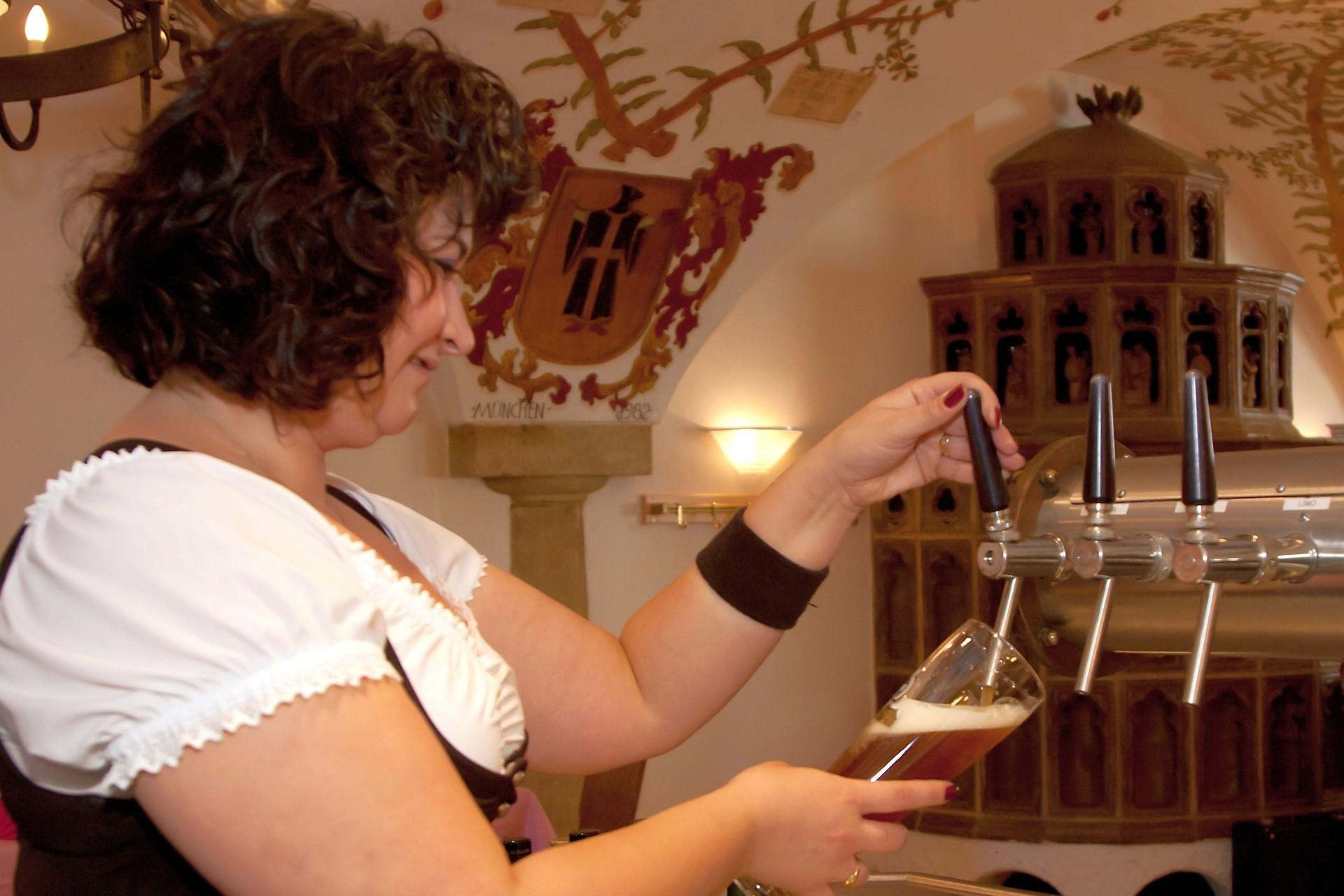 Bierprobe bei der Kelheimer Schmankerlführung im Weißen Bräuhaus Kelheim