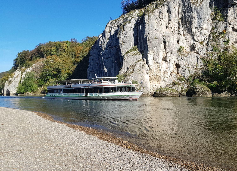 Schifffahrt auf der MS Kelheim durch den Donaudurchbruch