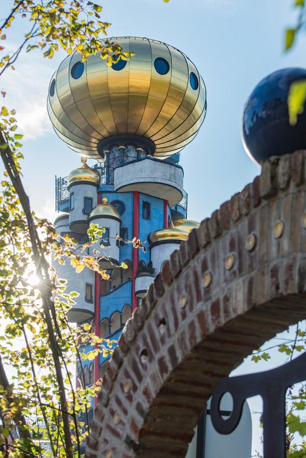 Der von Friedensreich Hundertwasser geplante Kuchlbauer Turm in Abensberg