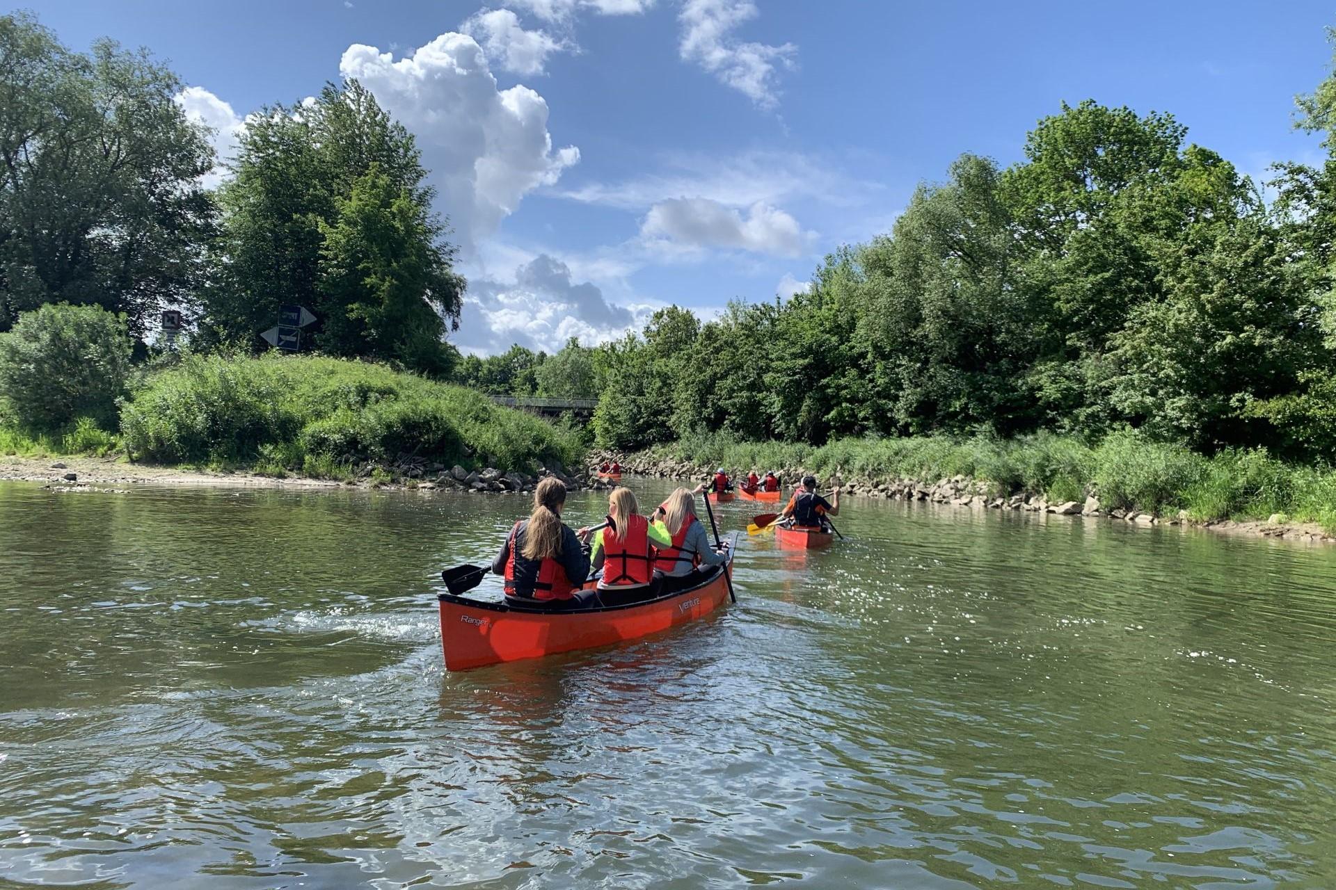 Auch beim Bootswandern auf der Donau können Sie den Donaudurchbruch herrlich genießen.