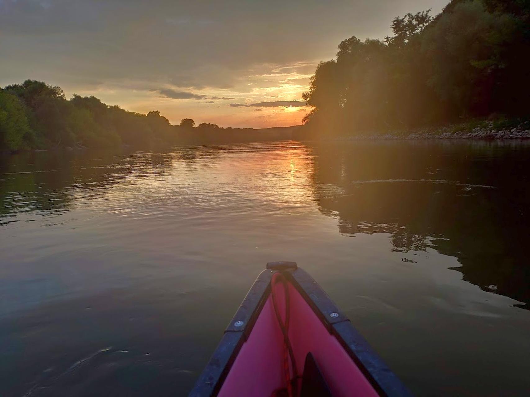 Bootstour bei Sonnenuntergang auf der Donau bei Bad Abbach