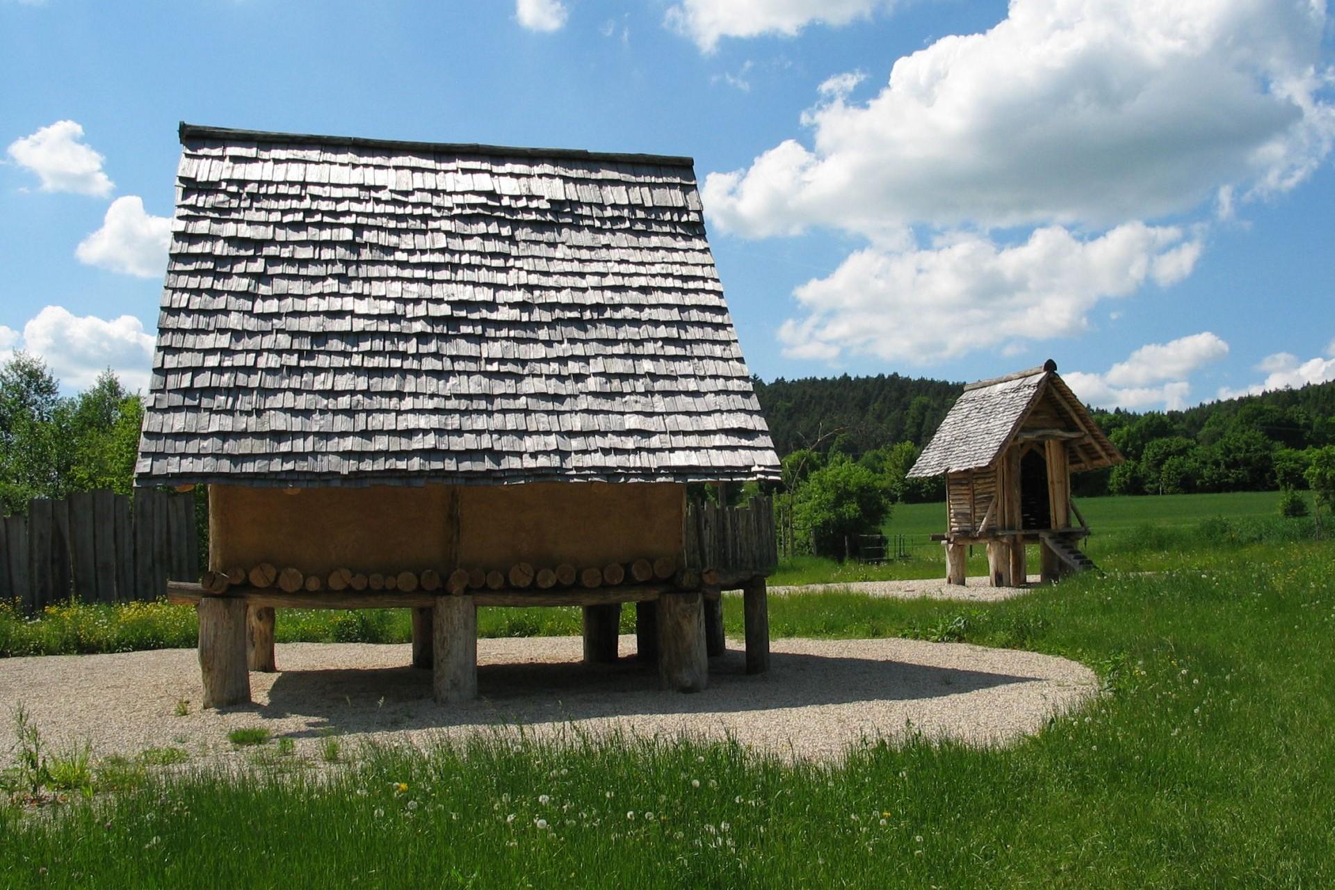 Archäologiepark Altmühltal - Station 13. Eisenzeitliches Gehöft bei Riedenburg
