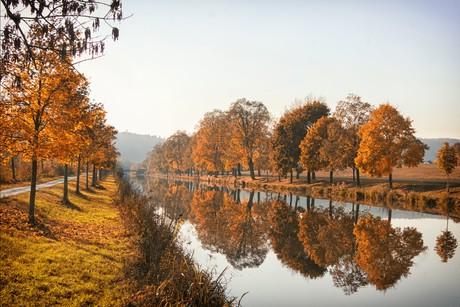 Herbst am Kanal bei Essing im Altmühltal